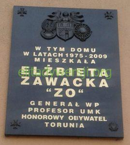 Tablica_pamiątkowa_gen_Zawacka_ul_Gagarina_132-138_Torun-269x300 Elżbieta Zawacka - Cichociemna