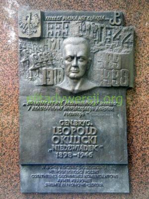 Leopold_Okulicki_tablica_Warszawa-300x400 Leopold Okulicki - Cichociemny
