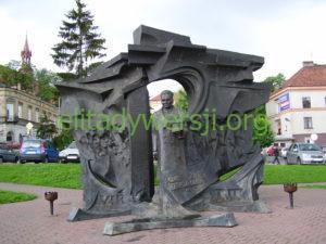 Pomnik_Okulickiego_Bochnia-300x225 Leopold Okulicki - Cichociemny