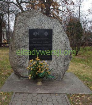 Kamień_upamiętniający_walki_PW_przy_cmentarzu_Wilanowskim-300x342 Julian Kozłowski - Cichociemny