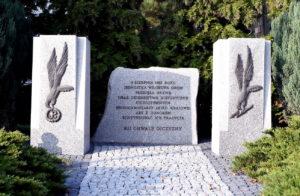cc-pomnik-GROM-1-300x196 Pamięć